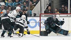 NHL: Při premiéře v dresu Los Angeles střelil Frk dva góly. Pastrňák přihrál na dvě branky