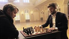 Jednička šachu Carlsen natáčel během týdne v Praze reklamu, v sobotu zahájil turnaj ve Wijk aan Zee