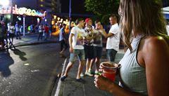 Mallorca a Ibiza bojují proti opilým turistům, omezují alkohol a zavádí tvrdé tresty za balconing