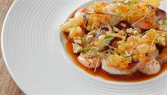 Krevety s mangem a chilli, křupavou tempurou a sojovým dresinkem