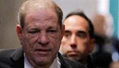 Weinstein žádá zrušení rozsudku, který ho poslal na 23 let do vězení. Chce nový proces