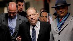 Školy zůstaly zavřené, poslanci mají volit členy mediálních rad a soud rozhodne v kauze Weinsteina