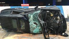 Nehoda tramvaje a osobního vozu brzdila provoz na pražské Spartě