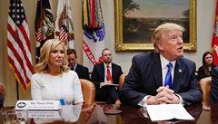 'Satanistická lůna, potraťte!' Podivný svět Trumpovy spirituální poradkyně