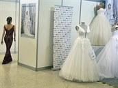 Získat svatební šaty? Jen načerno. Některé páry už druhý rok odkládají obřad, jiné vzdávají velkolepé oslavy