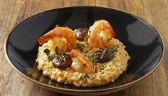 Krevety, shiitake houby, koriandr a červené kari. Zkuste recept šéfkuchaře