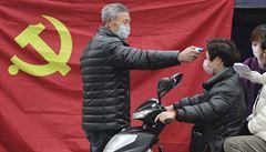 Počet nakažených koronavirem v Číně překročil 24 tisíc. Podlehlo mu 490 lidí