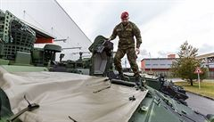 Česko vzdává slib dvou procent HDP na obranu, 130 miliard je podle Babiše i Hamáčka moc