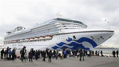 Pasažéry lodí v karanténě trápí hrozba koronaviru i nuda. Server jim nabídl porno zdarma