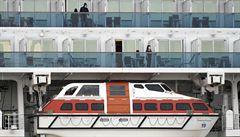 Na výletní lodi v Japonsku už je 61 lidí s koronavirem. Tisícům pasažérů úřady zakázaly vylodění