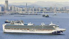 Deset pasažérů z obří výletní lodi v Japonsku má koronavirus, všech 3711 lidí na palubě je v karanténě
