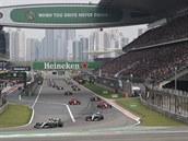 Záchrana sezony formule 1? Závody bez diváků a velká omezení v rozpočtech