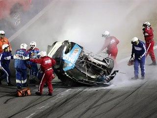 Vážná nehoda bývalého vítěze Ryana Newmana zastínila pondělní závod...