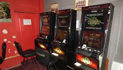 Celníci v Praze zabavili 9 nelegálních hracích automatů a peněžní hotovost z nich ve výši okolo 140 000 korun