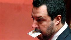 Samé prázdné stránky. V Itálii prodejům kraluje kniha zesměšňující Mattea Salviniho