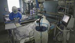 Čína hlásí za neděli 105 úmrtí na nákazu koronavirem. Počet obětí vzrostl na 1770