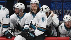 Odehrajeme pět zápasů, budeme daleko od rodin a to celé kvůli ničemu, kritizuje Karlsson pokračování NHL