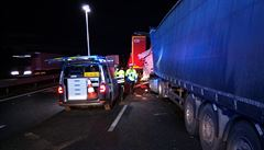 Nehoda dvou kamionů uzavřela na 13 hodin dálnici D8 u Ústí. Jeden z řidičů zahynul