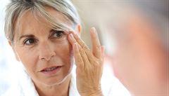 Povadlá pleť a vrásky kolem očí. Za předčasné stárnutí kůže může stres