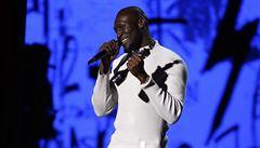 Oslava hudby. Hlavní ceny Brit Awards převzali rapper Stormzy a zpěvačka Mabel