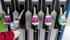 Benzin zlevňuje. Kvůli karanténě a omezení čínské dopravy a výroby se drží světová ropa nejníže za uplynulý rok