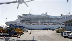 Největší skok v počtu nakažených koronavirem mimo Čínu. Na výletní lodi přes noc přibylo 99 infikovaných