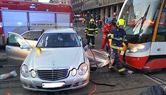 Dopravu na I. P. Pavlova komplikuje srážka tramvaje s osobním autem, nehoda má dva zraněné