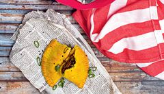 Taštičky plněné hovězím masem. Beef patties s chilli z Jamajky
