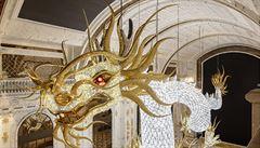 Největší svítící šperk na světě? Rozpočet 250 milionů, skoro tři miliony křišťálů, i 'převlékání kůže'