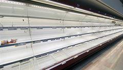 Češi začali kvůli viru skupovat potraviny. Na řadě míst se objevily prázdné regály