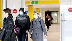 Devět otázek a odpovědí ke koronaviru: jak se proti nákaze chránit a je nutné nosit roušky?