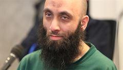 Bývalý pražský imán stane před soudem, Španělé nasadí roušky a padnou tresty v kauze lihové mafie
