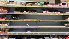 Extrémní vykupování trvanlivých potravin podle obchodníku opadá. Zásob je dost