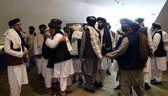 Afghánistán začal propouštět posledních 400 vězněných Tálibánců. Krok byl podmínkou pro mírová jednání