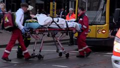 Důchodkyně v Německu autem najela do 12 lidí čekajících na tramvajové zastávce