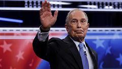 Utratil 500 milionů dolarů a získal jen pár hlasů. Bloomberg po volebním fiasku ukončil kampaň, podpoří Bidena