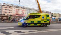 Při požáru ubytovny v Plzni se po výskoku z okna těžce zranil muž. Příčinu vyšetřuje policie
