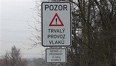 Značka ,Nedáš-li přednost vlaku, zemřeš' má zmizet z přejezdů na Mostecku. Údajně odporuje vyhlášce