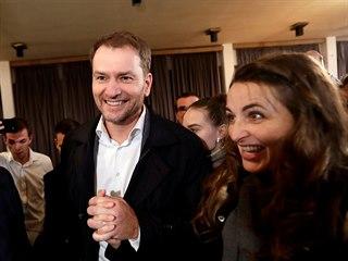 Lídr OLaNO Igor Matovič a jeho manželka Pavlína přicházejí do volebního štábu...