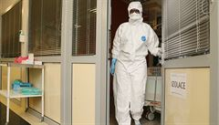 Lékař nakažený koronavirem má být praktik ze Střešovic. Ošetřil prý až stovku pacientů