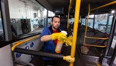 Dopravci chtějí chránit řidiče před koronavirem. Dávají jim vitaminy či antibakteriální gely