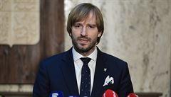 Koronavirus je v Česku. Premiér Babiš chce nechat zakázat všechny lety z Benátek a Milána