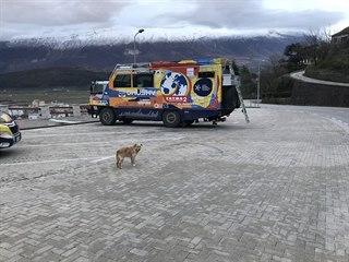 Tatra kolem světa 2. Toulaví psi v Albánii několikrát neváhali zuřivě...