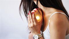 Místo počuraného těhotenského testu, dejte partnerovi vajíčko, říká designérka