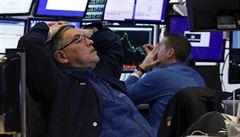 Nejhlubší propad amerických akcií za několik měsíců, statistiky vyvolávají pochybnosti o oživení ekonomiky