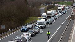 Stát pořád nezvládá hraniční kontroly, tvoří se opět kolony, stěžují si dopravci