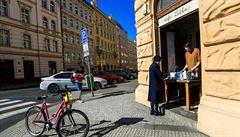 Nákupní centra v Praze jsou skoro prázdná. Restaurace otevírají improvizovaná okénka