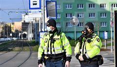Strážníci přistihli v Praze zhruba 4000 lidí bez roušky. Někteří si dělali v parcích piknik nebo grilovali