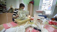 VIDEO: Roušku lze vyrobit i z 'pampersky'. Podívejte se na skvělé domácí návody, nejlepší je bavlna