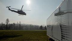 Z letiště Kbely se začaly rozvážet rychlotesty, na Moravu je přepravily policejní vrtulníky